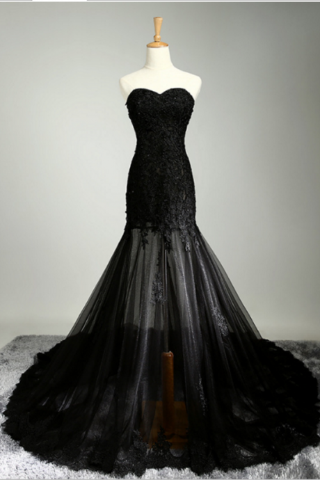 Black Bridesmaid Dress with Sweetheart Neckline and Sheer Flare Lace Applique Skirt